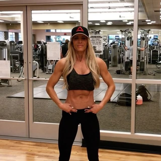 """LADIES, LISTEN UP!! LOTS of you asking about my ONE simple ab exercise responsible for a pooch-free and tight waistline after 4 babies! #nojoke  So by request, I am reposting my #FlatBelly hack!!  This easy move focuses on the most neglected abdominal muscles - transversus abdominus - the muscles UNDER the """"bricks"""" (rectus abdominus) that are responsible for holding in that belly bulge. We spend SO much time doing every variation of a crunch in hopes of a toned tummy…and while these a..."""