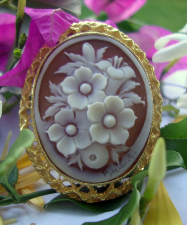 brooch pin gold sea shell cameo handcarved