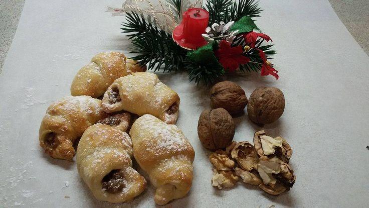Jak udělat křehké rohlíčky s ořechovou náplní   recept