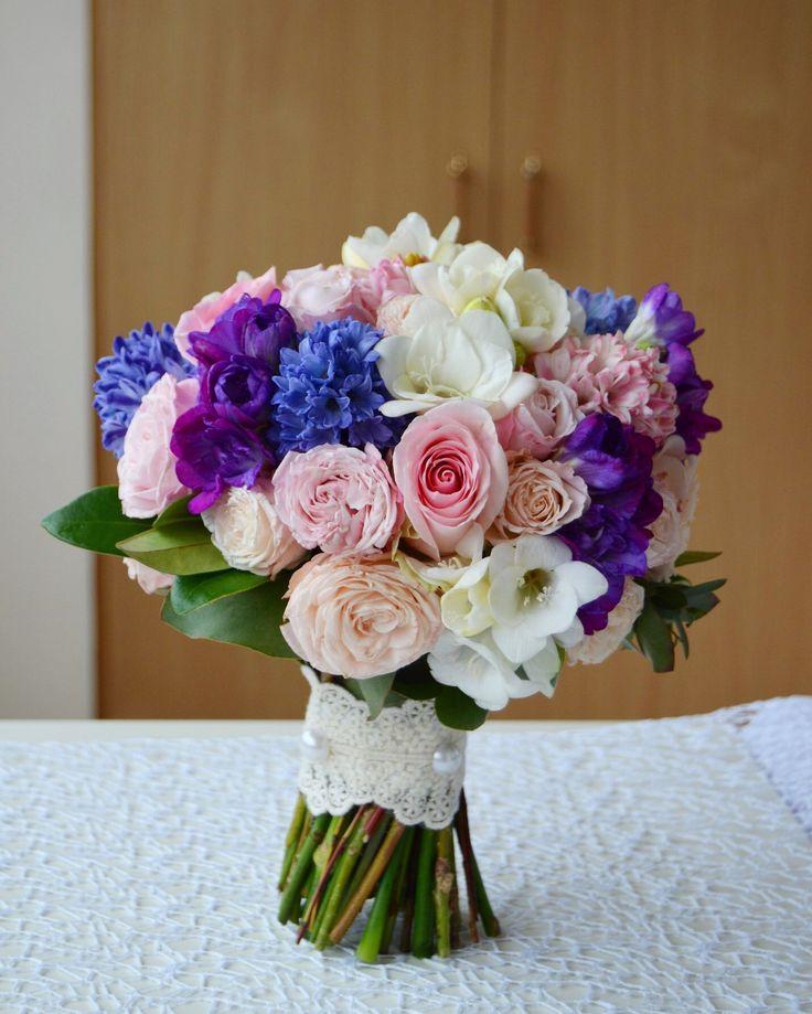 Свадебный букет Розовый сиреневый с гиацинтами фрезией розой