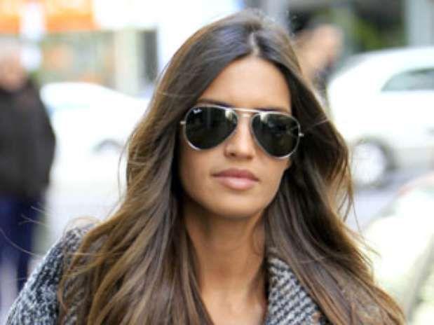 Las #gafas Ray-Ban #Aviador no pasan de #moda. Sara Carbonero ya se ha dejado ver con las suyas. ¿Y tú? ¿A qué esperas? Encuentra las tuyas en nuestra #óptica Online aquí http://barcelonaloptica.com/es/4-gafas-de-sol#/marcas-ray_ban  