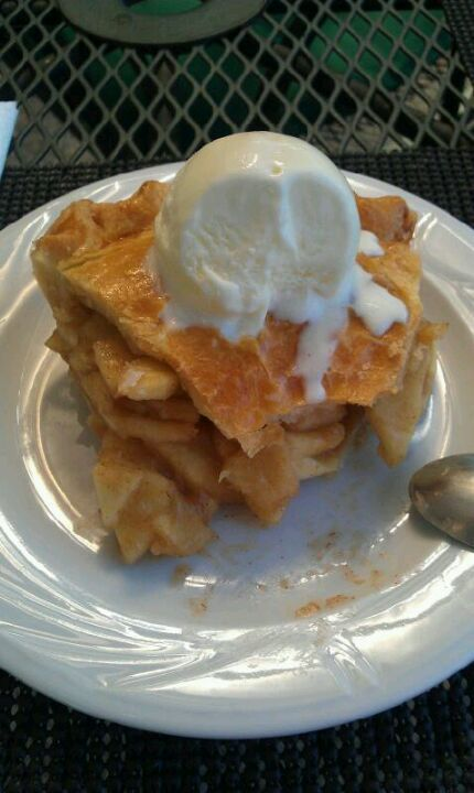 """The best Tex-Mex restaurant in Iasi, Romania! The """"Deep Dish Apple Pie"""" is a delight!"""
