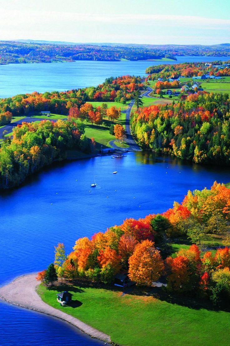 En automne, les parcs du Nouveau-Brunswick sont tout sauf monotones. Choisissez votre parc pour votre prochaine randonnée dans les sentiers flamboyants, ici.