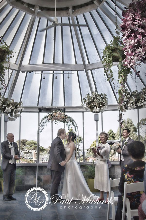 wedding at the Begonia house, botanical gardens. Wedding photography in Wellington, NZ. By PaulMichaels http://www.paulmichaels.co.nz/