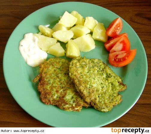 Brokolicové placičky - 1 brokolice, 6 lžic polohrubé mouky, 2 vejce, sůl dle chutí