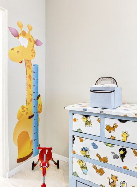 This giraffe is just adorable and a great way to keep track of how fast the children are growing