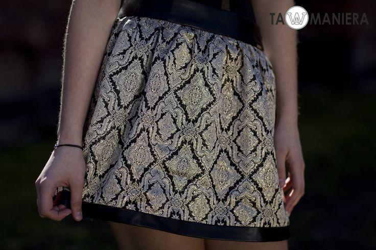 Elegancka spódnica z modnym wzorem.   #krótkaspódniczka #spódniczka #odkrytenogi #nogi #moda