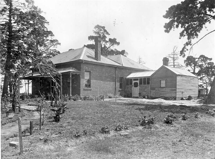 "Darebin Heritage - Job Smith's farm ""Thornbury"""