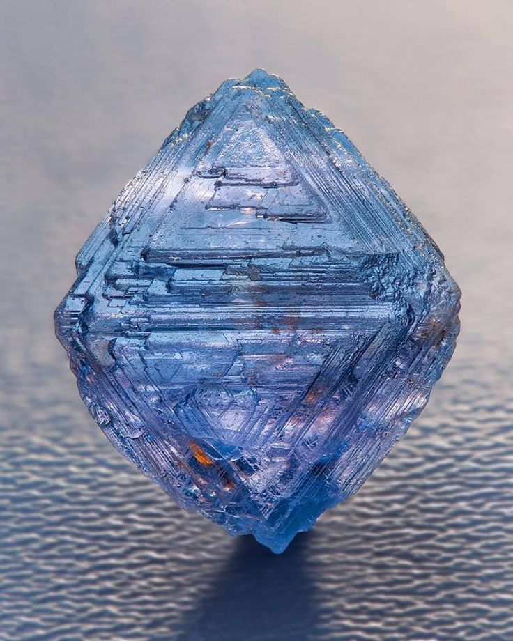 Blue Spinel Octahedron with natural growth marks from Sri Lanka Photo: Ben Decamp Bill Larson Collection