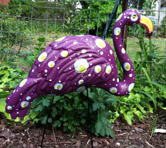I really want this for my front lawn! Look for the house with the purple flamingo!