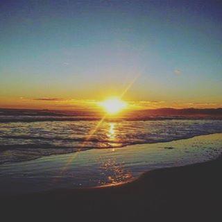【yoshiki_llp】さんのInstagramをピンしています。 《Here is New Brighton in Chirstchurch. Sunrise. So beautiful.  ニューブライトンで見た日の出。  #newzealand #nz #chirstchurch #newbrighton #sunrise #sea #beach #sky #sun #travels #workingholiday #overseas  #ニュージーランド #クライストチャーチ #ニューブライトン #ワーキングホリデー #ワーホリ  #旅 #旅好き #旅好きな人と繋がりたい #旅行 #海外旅行 #旅行好きな人と繋がりたい #海 #ビーチ #空 #日の出 #癒やし #きれい》