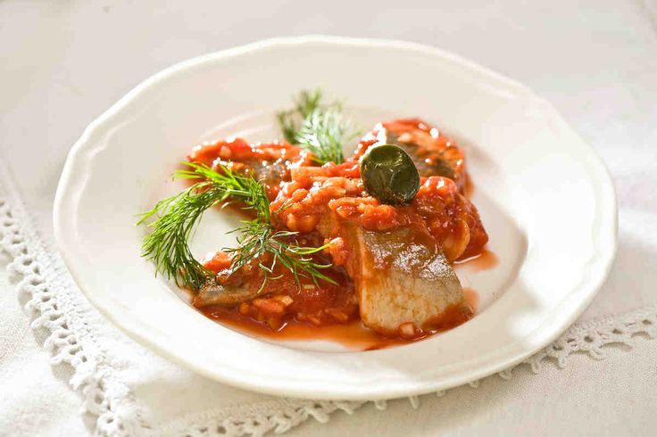 Śledzie w sosie pomidorowym #smacznastrona #przepisytesco #sledzie #sledziewsosie #sospomidorowy #pomidory #mniam