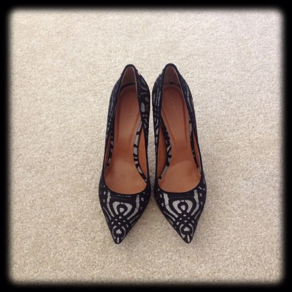 """HP Rachel Roy Lace Pumps Brand new • Never worn • Gorgeous pumps with sexy lace detailing! • Perfect with skinny jeans or skirt! • Approx 4"""" heel • NO Trade NO Paypal Rachel Roy Shoes Heels"""