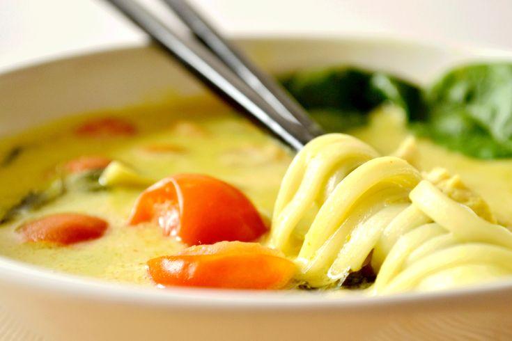 Avec une journée pluvieuse comme aujourd'hui, quoi de mieux qu'une bonne soupe pour se réchauffer ? Et qui plus est, une soupe pleine de chaleur et de saveurs ! Aujourd'hui j'ai en effet testé une ...