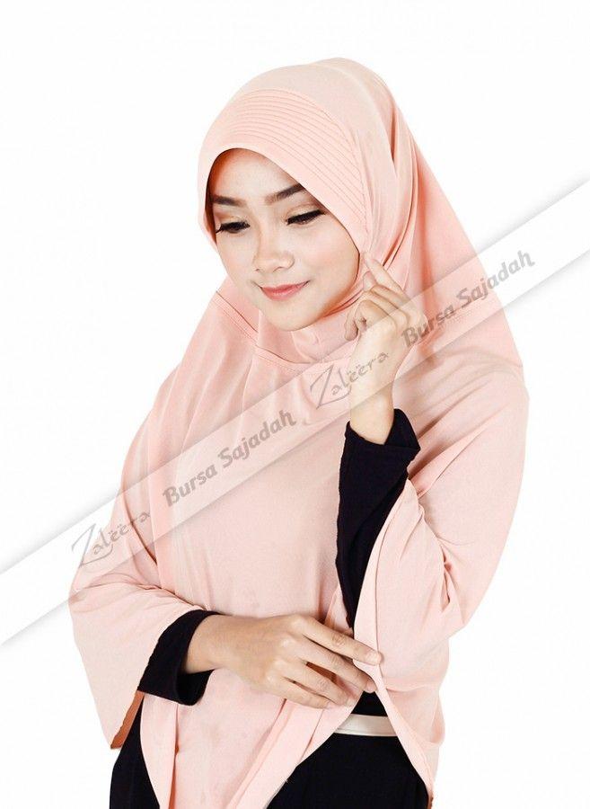 Selain memiliki desain syar'i yang simple & praktis, Jilbab Aisya juga dibuat dengan pilihan warna soft yang manis, sehingga membuatnya semakin pas untuk pemakaian sehari-hari. Di samping itu, kerudung panjang ini juga digemari karena menggunakan bahan spandex balon yang ringan, mengkilat, mudah melepas panas, dan tahan lama.  Lingkaran muka: 28 cm