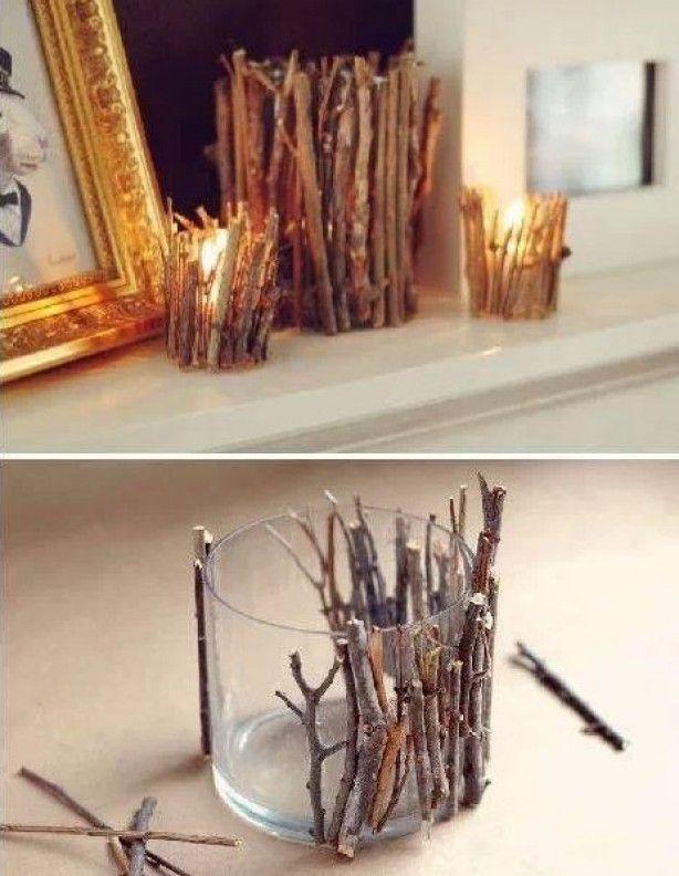 Breek takjes op maat van het glas en plak ze met bv een lijmpistool vast. Landelijk en natuurlijke waxinelichhouders