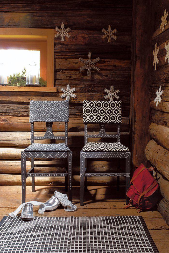 Des housses de chaises en tricot