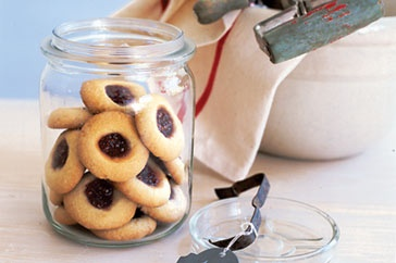 Whip up these simple jam drops in just a few minutes, they make wonderful any-time treats.Drop Cookies, Jam Drop, Anytime Treats, Any Tim Treats, Drop Recipe, Sweets Treats, Biscuits Cookies, Drop Biscuits, Simple Jam