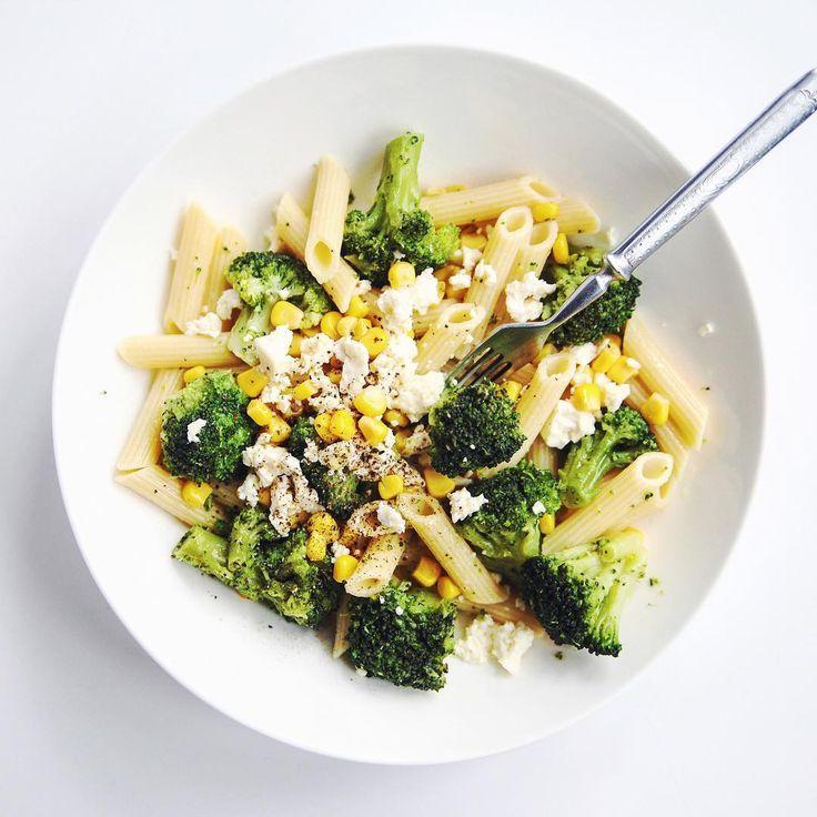 Ам! Макароны без глютена с предыдущей картинки + брокколи + кукуруза + козий сыр + оливковое масло + соль & перец. Муж доволен  #salatshop