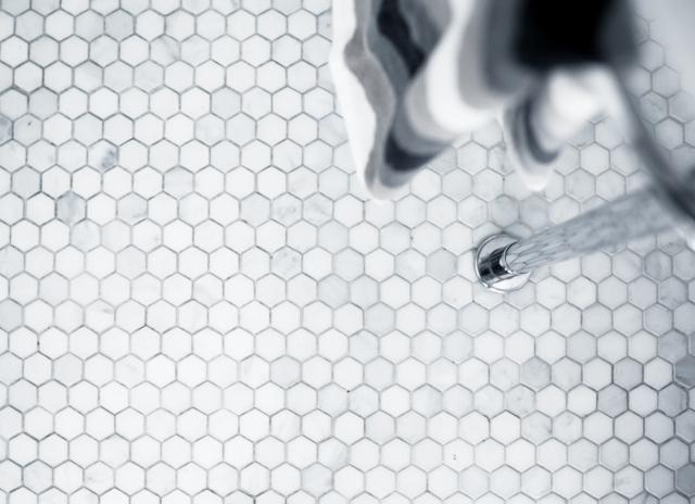 Golvet från Fired Earth, sexkantig marmormosaik