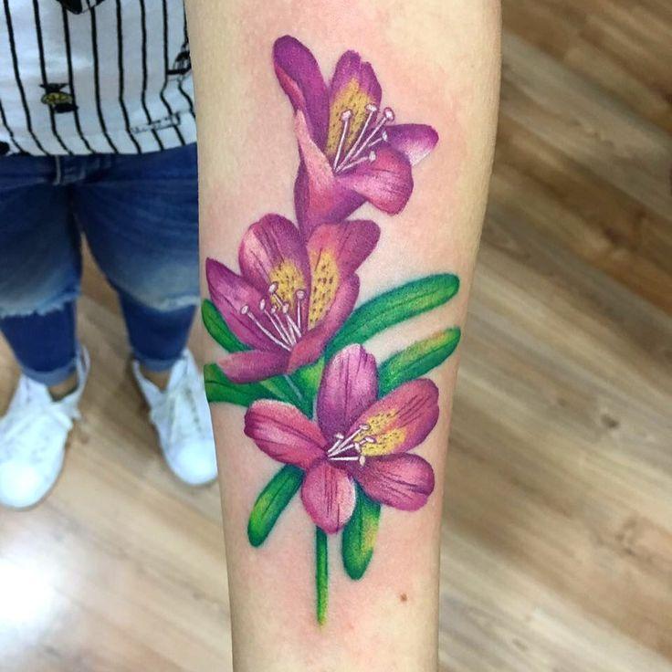 Tatuaje de flor #flowertattoo #rose tattoo by @suxiyaco #punkybambi