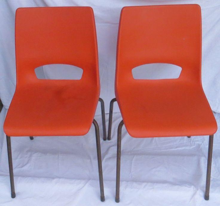 2 Oranje vintage Ahrend Philippus Potter stoelen
