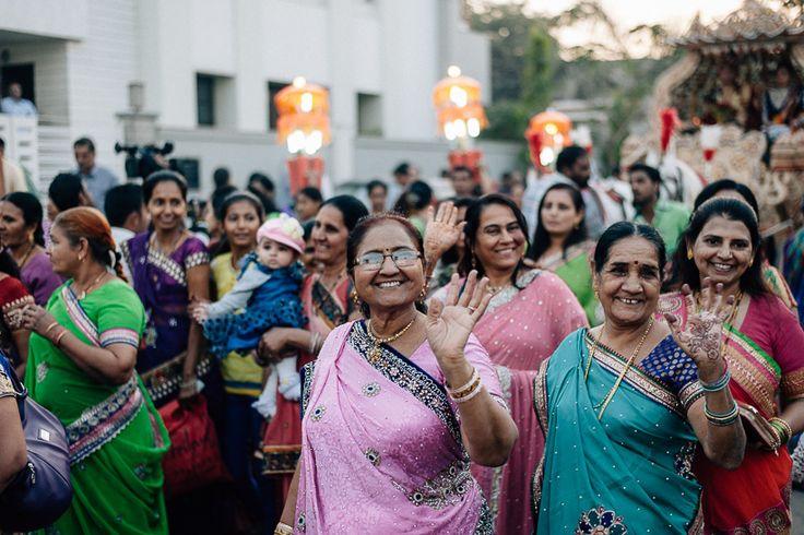 Hochzeitsgesellschaft Indien. Rundreise durch den Bundesstaat Gujarat in Indien. Unterwegs mit Roteltours. Reiseblog von Marion und Daniel.
