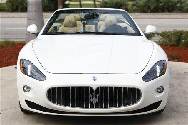 2014 Maserati GranTurismo Base Base 2dr Convertible Convertible 2 Doors Bianco Eldorado for sale in Naples, FL Source: http://www.usedcarsgroup.com/used-maserati-granturismo-for-sale