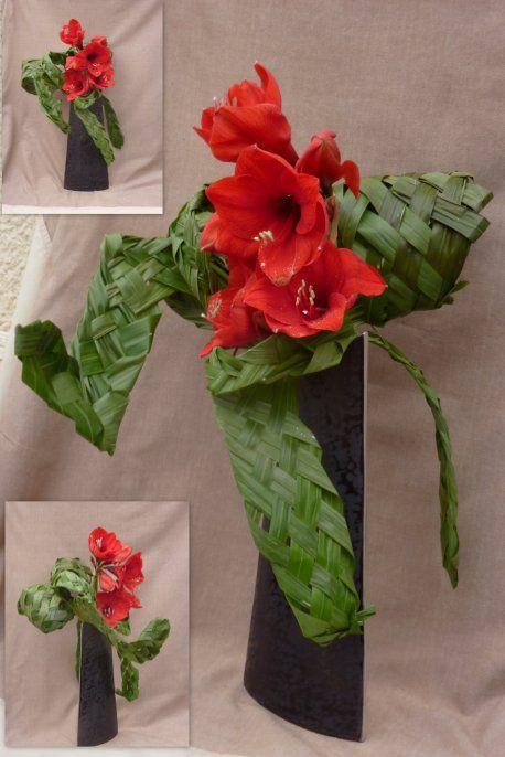 Amaryllis et tressage avec les feuilles du palmier d'ABC 29