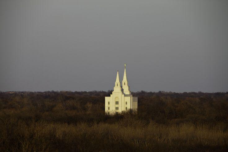 A Female Episcopal Priest Visits a Mormon Temple (PHOTOS) Danielle Tumminio - Kansas City Missouri Temple