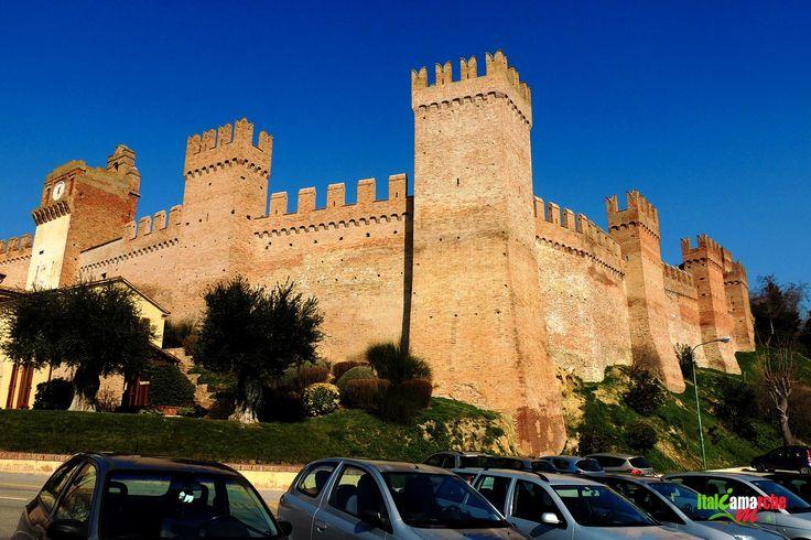 TOURISM in The Marches Region – ITALY - GRADARA - Cinta Muraria - © Copyright Photo Piero Evandri - www.italiamarche.com