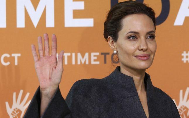 Angelina Jolie a primit titlul de Honorary Dame din partea reginei Elisabeta a II-a a Marii Britanii