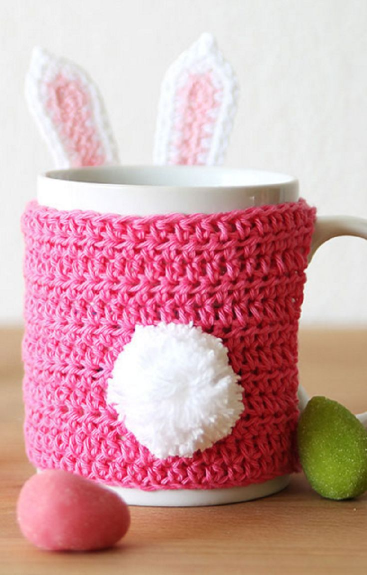 Free crochet pattern: Easter bunny mug cozy