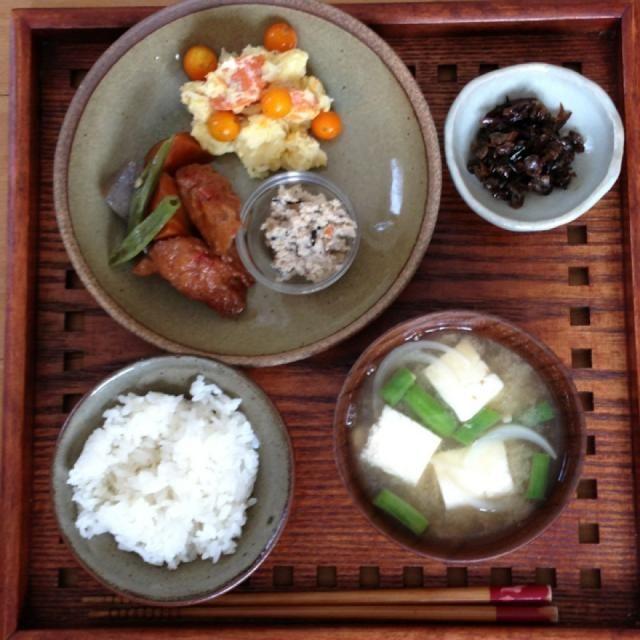 •薩摩揚げの煮物 •おからとポテトサラダ •豆腐と玉ねぎの味噌汁 - 11件のもぐもぐ - 朝ごはん by nishimakigohan