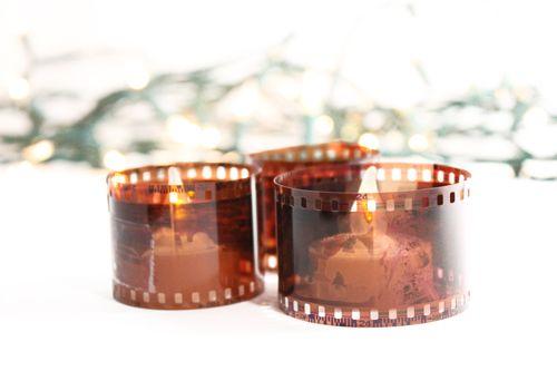 Candele di San Valentino con i negativi delle fotografie