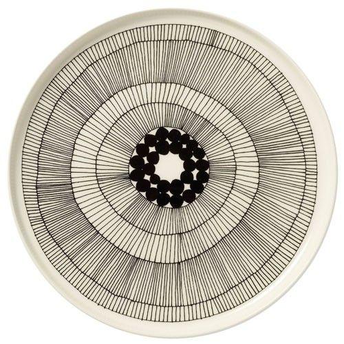 Assiette Siirtolapuutarha, ø 25 cm : http://www.uaredesign.com/assiette-siirtolapuutarha-25-marimekko.html C'est le nom d'une collection composée de différents motifs mis au point par la designer Maija Louekari pour Marimekko. #decoration #kitchen #vintage #design