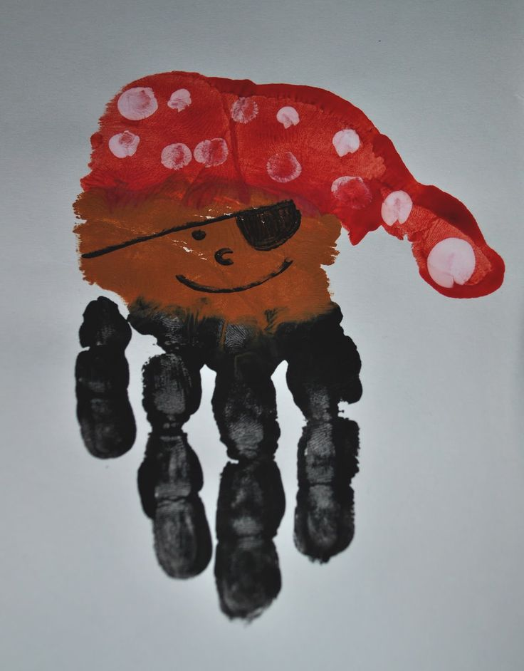 handprint pirate craft from http://sunglassesonmyhead.blogspot.com/2011/09/avast-happy-talk-like-pirate-day.html