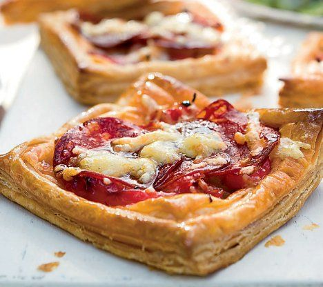 Chorizo, Red Pepper & Manchego Tarts - great spanish flavors for next Tapas party