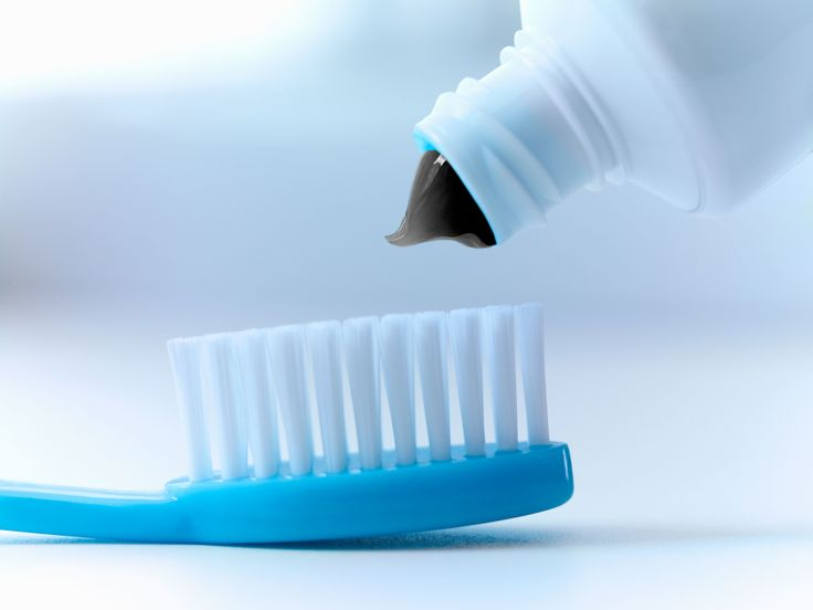 Does charcoal toothpaste really help whiten teeth and lift stains? Is it safe? Dentists weigh in. #charcoal #toothpaste #safety