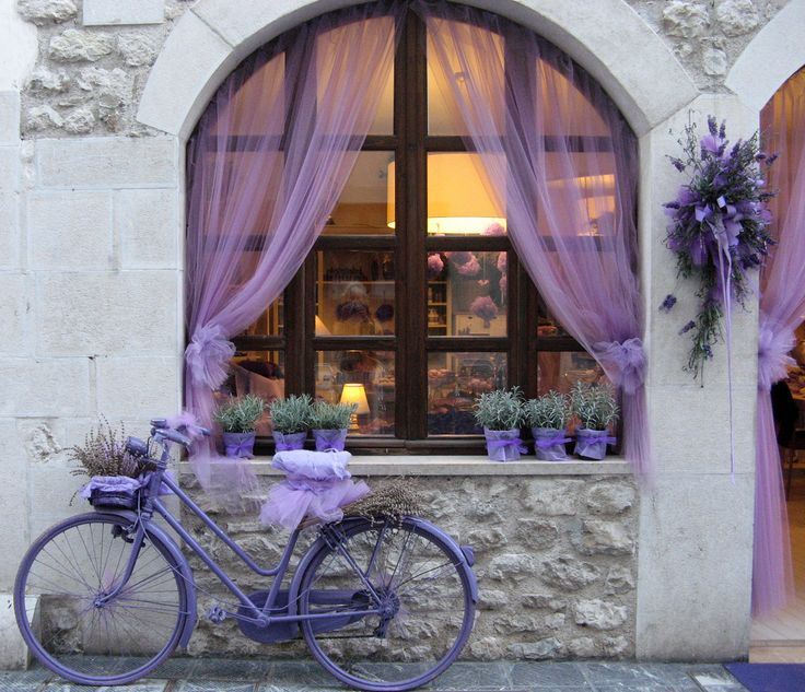 Lavender - i want that bike, and that windowsill, and those flower pots...WANT... #eSpokes #bikes #electricbikes