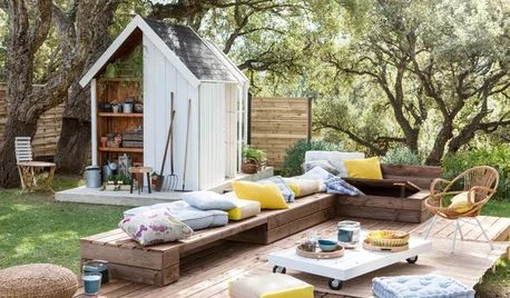 Patios on Houzz: Tips From the Experts Small Outdoor Patios, Outdoor Spaces, Outdoor Decor, Patio Diy, Backyard Patio, Patio Ideas, Deck Furniture, Outdoor Furniture Sets, Curved Patio