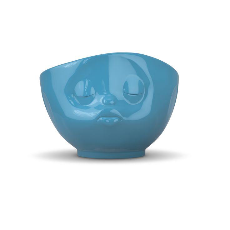 Müsli- oder Milchkaffeeschale aus blauem Hartporzellan handgearbeitete Hotelqualität mit geschliffenem Fuß und glasiertem Mundrand spülmaschinenfest, mitkrowellengeeignet Versand in Geschenkbox  Mit ihrem bissigen Humor haben sich die Tassen in aller Herz gespielt!