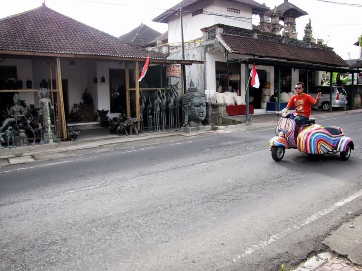 Independence Day ride, Jalan Andong, Bali, Indonesia - 17 August 2013. Photo by Indounik. #Vespa #scooter #rainbow #Bali #Indonesia
