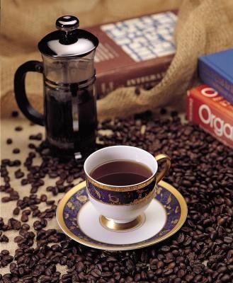 ¿Qué cantidad de poso de café debo utilizar para fertilizar y cuán a menudo debo aplicarlo?   eHow en Español