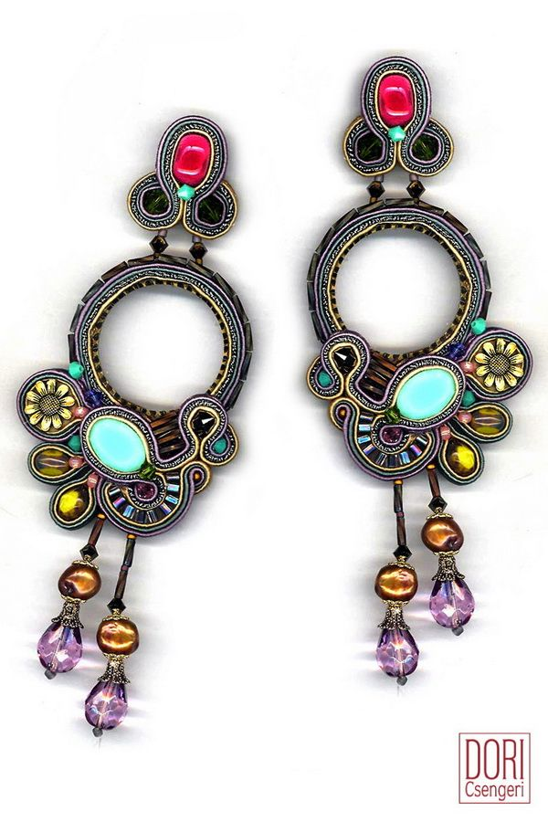 earrings : Dori Csengeri