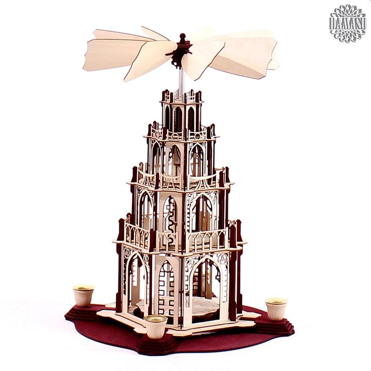 Ein Meisterstück zum selber bauen!  Unsere gotischen Weihnachtspyramiden gibt es jetzt auch als Selbstbausatz. Das gotische Bauwerk mit Figurentellern und dem raffinierten automatischen Flügelrad ist eine echte Herausforderung. Aber an Aufgaben kann man wachsen und wir helfen gern (0173 3666 223).  Alle Holzteile sind naturbelassen oder borde... DAMASU - Holzkunst aus dem Erzgebirge, www.damasu.de, 01733666223 http://www.damasu.de/ART_BS_PYG3RN BAUSATZ PYRAMIDE 3STOECKIG BORDEAUX NATUR.PHP