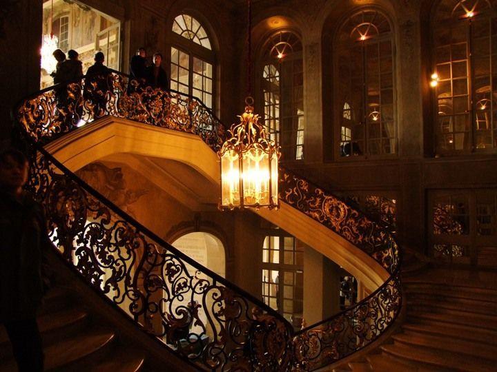 Парадная лестница в мэрии Нанси Франция
