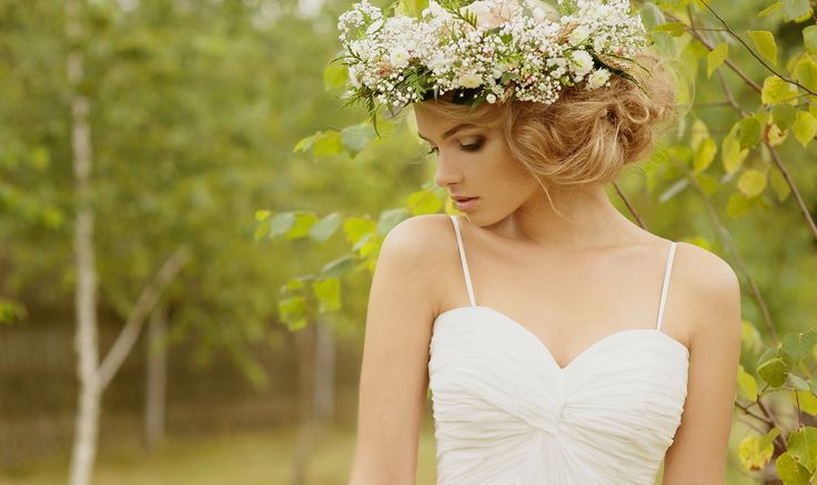 ウェディングドレスをさらに引き立てる!花嫁のヘッドドレスの種類について