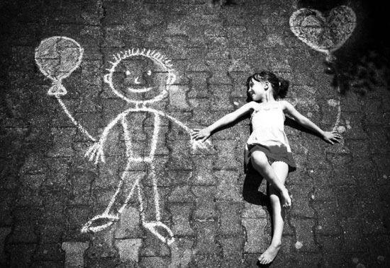 Friends ❤Imaginary Friends, Photos Ideas, Street Art, Sidewalk Chalk, Kids, Black, Photography, Streetart, Chalk Art