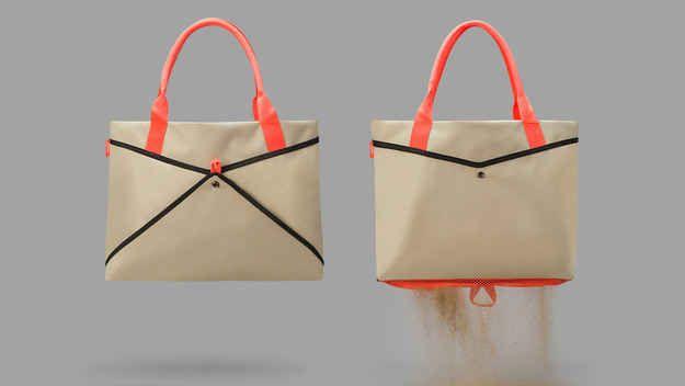 Un bolso de playa con un fondo de malla: | 23 productos increíblemente ingeniosos que necesitas en tu vida